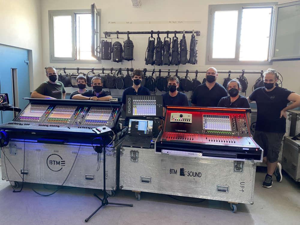 El personal de BTM Sound posa después del curso.