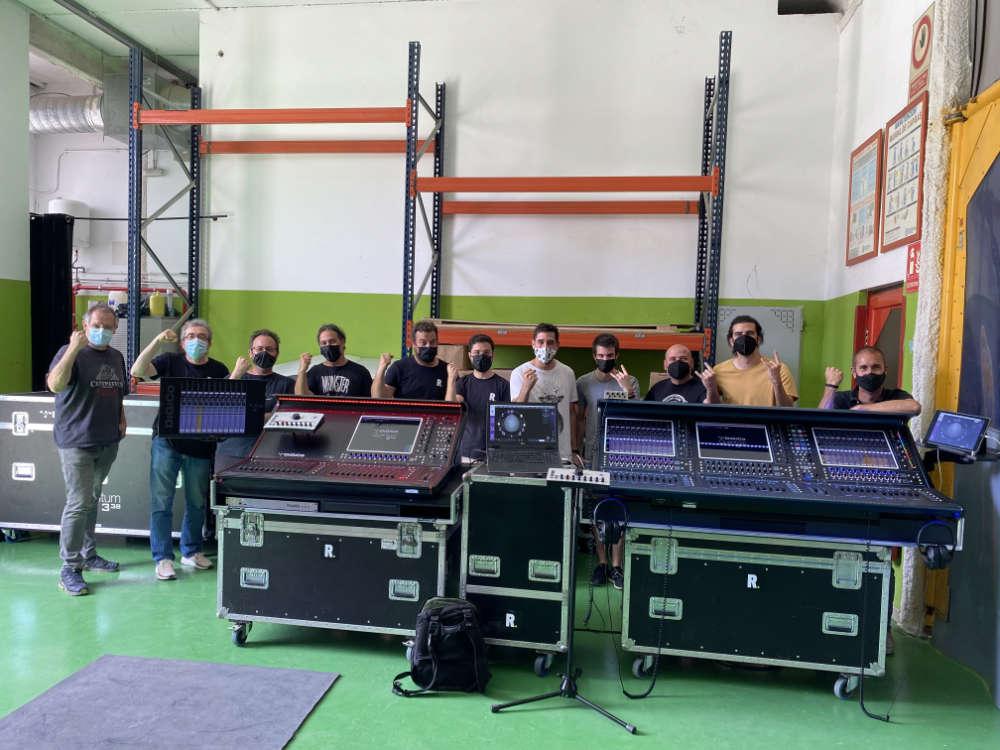 El equipo de Tour Serveis muestra su satisfacción después de la sesión formativa celebrada en sus instalaciones.