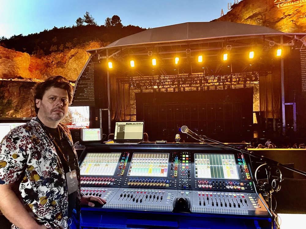 Max Miglin a los mandos de la consola DiGiCo Quantum338 en uno de los conciertos de Pablo López.